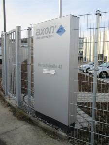 pylon dekupiert mit briefkasten LED axon stuttgart